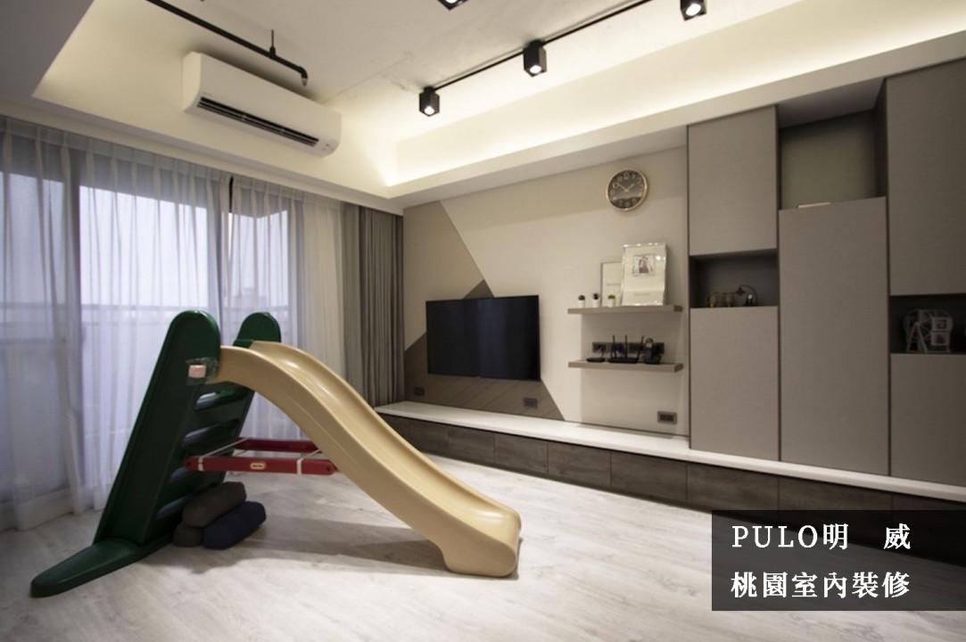 使用軌道燈、嵌燈與間接照明作為主要採光,紗簾的搭配既能保有空間隱私也能增加光線。牆面使用油漆、板材的拼接增加活潑感,櫃體也採不同大小的收納空間,擺脫方正的傳統櫃體;而下方寬大的一字型櫃體則能大幅增加收納,卻不造成視覺混亂。-PULO裝潢平台